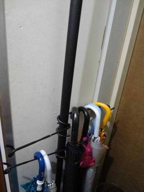 突っ張り棒で傘立てを作成