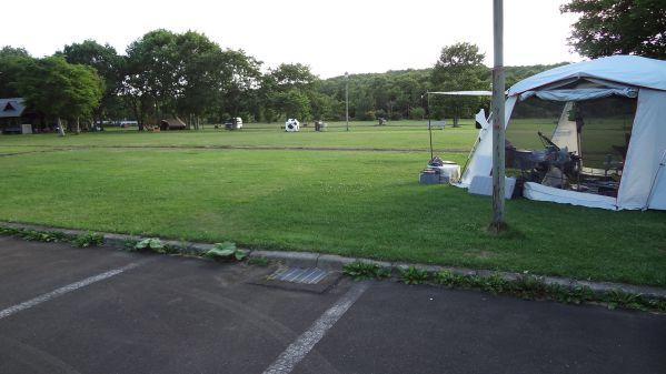 別海町ふれあいキャンプ広場 駐車場からサイト方面